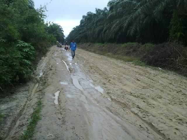jalan ketika hbs hujan.jpg