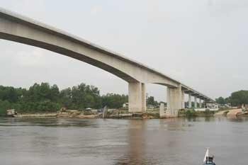 jembatan sultan syarif hasyim a.jpg